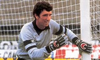 ino Zoff kimdir, Ünlü futbolcu Dino Zoff hayatı, dino zoff biyografisi, dino zoff spor kariyeri, dino zoff başarıları, italyan kaleciler dino zoff, dünya kupası dino zoff,