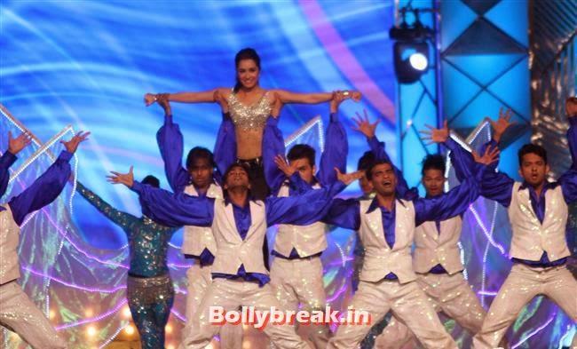Shradha Kapoor, Bollywood Celebs at Umang Police Show 2014