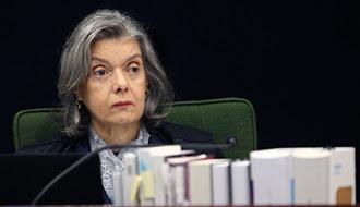 Ministra Cármen Lúcia aprova liminar que garante livre manifestação de ideias em universidades