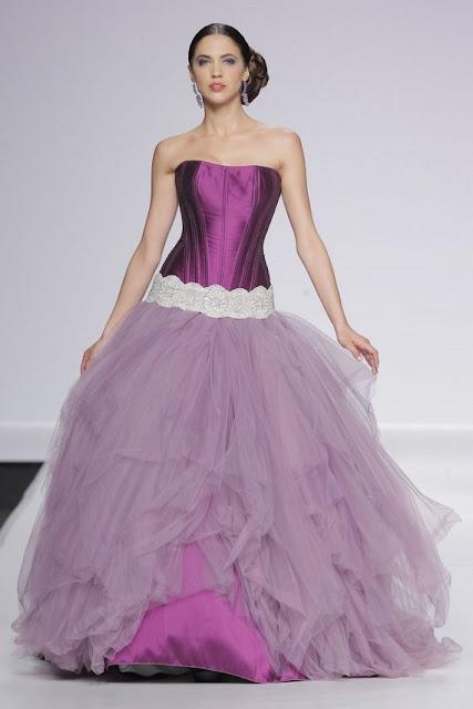 Vestido de novia morado - Foto: www.bezzia.com