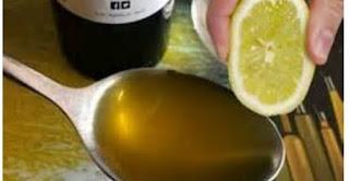 هنا ما يحدث لجسمك عند تناول ملعقة كبيرة من الليمون وزيت الزيتون كل صباح. مذهل !!!