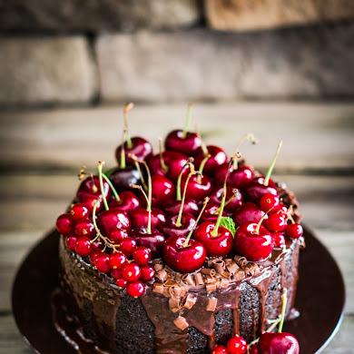 Chocolate Cake with Creamy Ganache Recipe