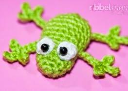 http://translate.google.es/translate?hl=es&sl=nl&tl=es&u=http%3A%2F%2Fribbelmonster.com%2Famigurumi-crochet-small-frog-froggy