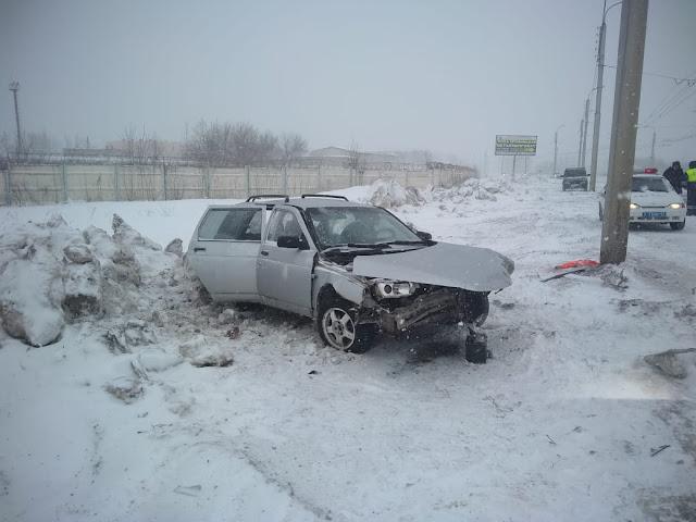 В Стерлитамаке машина столкнулась с электроопорой, погибла женщина