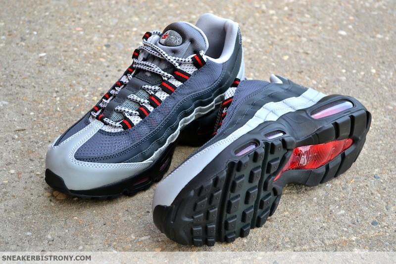 detailed look ec064 78047 Nike Air Max 95 Essential