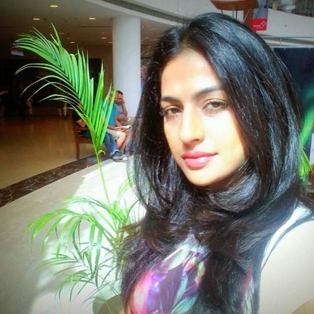 , Jesleen Slaich Hot Pics, Punjabi Jatti Model