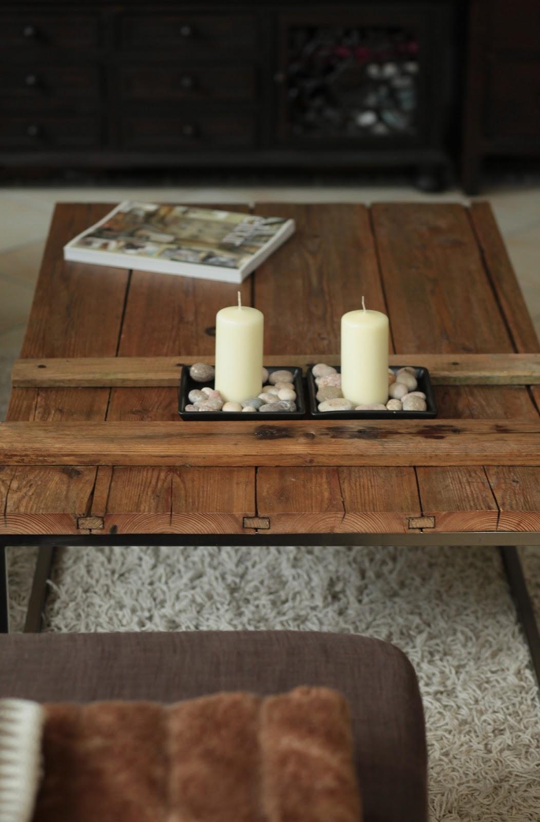 diy selbstgemachter couchtisch aus einer alten holzt re wohn projekt. Black Bedroom Furniture Sets. Home Design Ideas