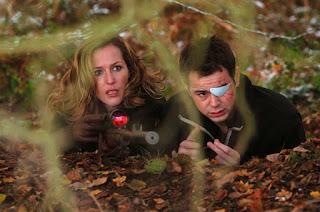 Gillian Anderson et Danny Dyer, traque sanglante (straightheads aka closure), fusil, weapon