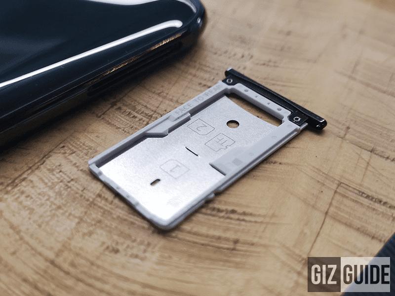 The dual SIM/microSD card tray