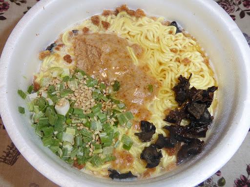 【マルちゃん(東洋水産)】ごつ盛り コク豚骨ラーメン 麺90g(当社比)大盛