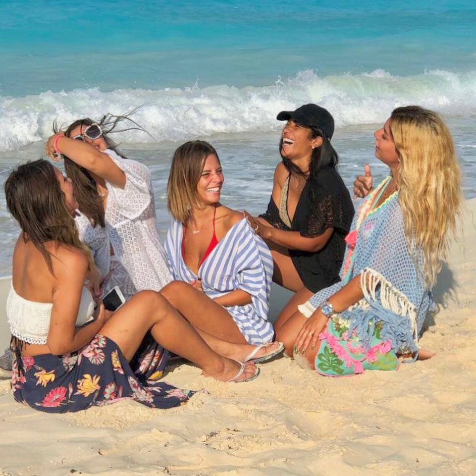 """جلسة تصوير جريئة لـ """"ايمان العاصي"""" على شاطئ البحر"""