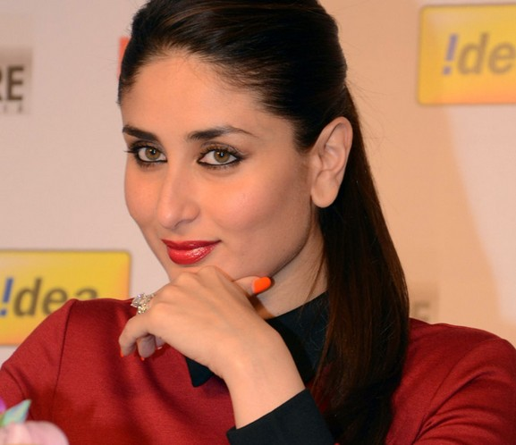 Kareena Kapoor Beautiful Pics In Red Dress