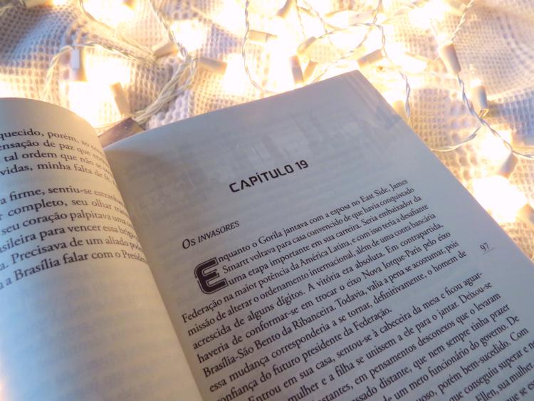 resenha-a-lucidez-da-lenda-raul-de-taunay-ensaio-sobre-futuro-editora-pandorga-literatura-nacional-distopia-corporativa-leitura-historia-critica-livro-fotos-mademoisellovesbooks
