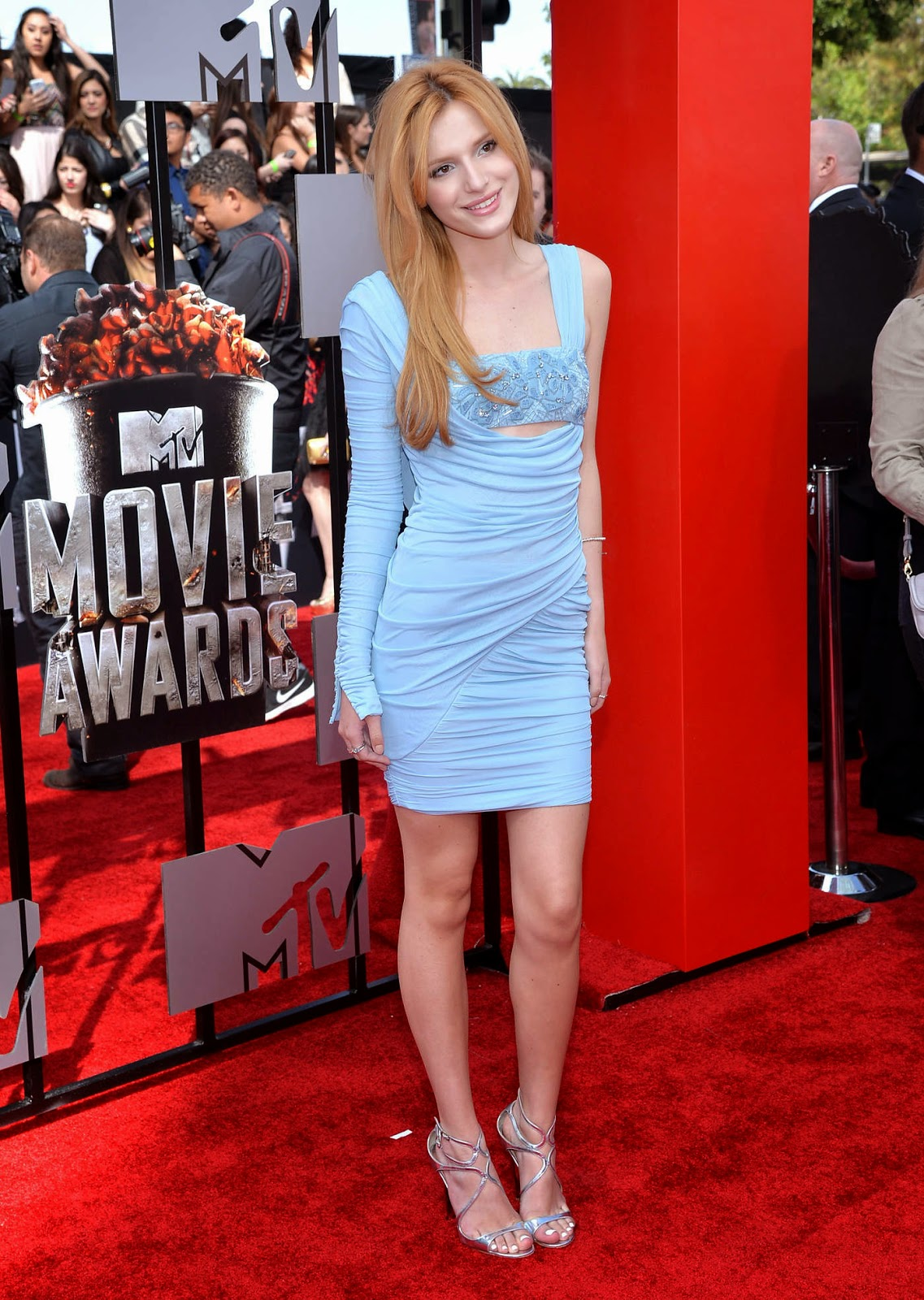 Bella Thorne Wears Blue Versace To The 2014 Mtv Movie Awards