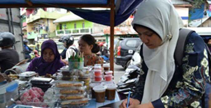 "Balai Pengawasan Obat dan Makanan (BPOM) kota Ambon melakukan pengujian menggunakan alat ""tes kit"" kepada 46 sampel pangan takjil di sejumlah lokasi di kota Ambon."