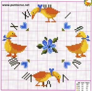 f3de832473a5 Δύο πολύ όμορφα σχέδια με κεντητά ρολόγια για παιδικό δωμάτιο