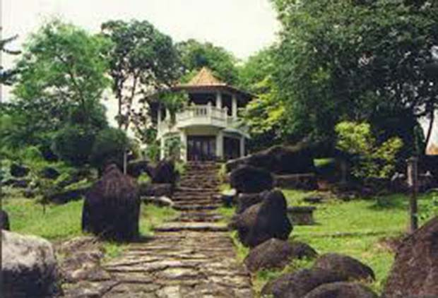 Bukit Siguntang : Wisata Ziarah Makam Raja Palembang