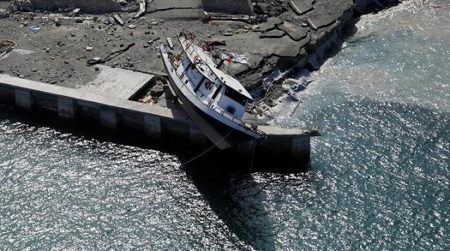 Tsunami Selat Sunda ratusan dikhuatiri maut.