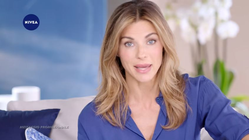 Martina Colombari pubblicità Nivea trattamento viso anti-age con Foto - Testimonial Spot Pubblicitario 2017