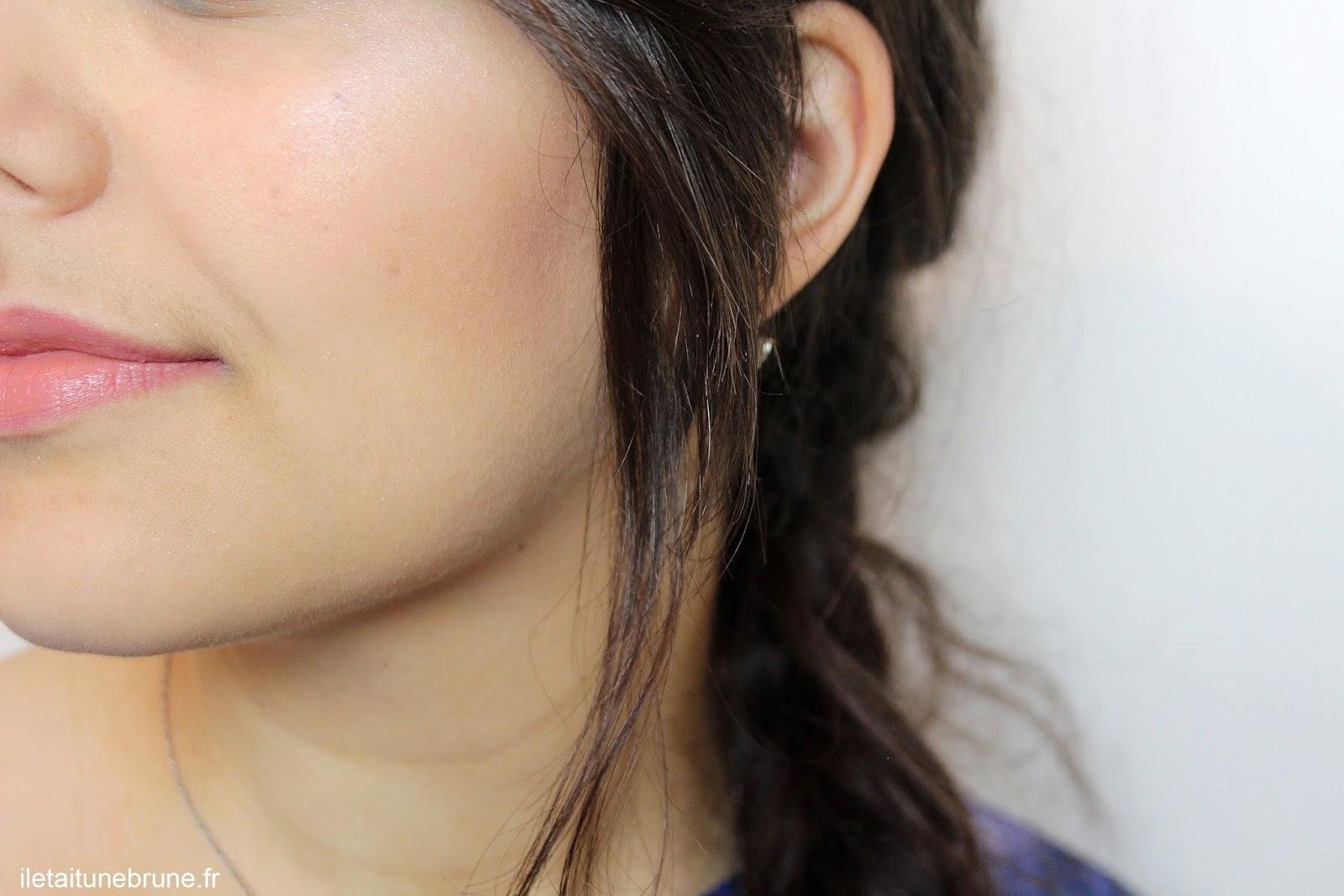 maquillage du teint pour le MSC bleu azur