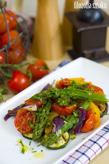 (salatka ze szparagow i pieczonych warzyw