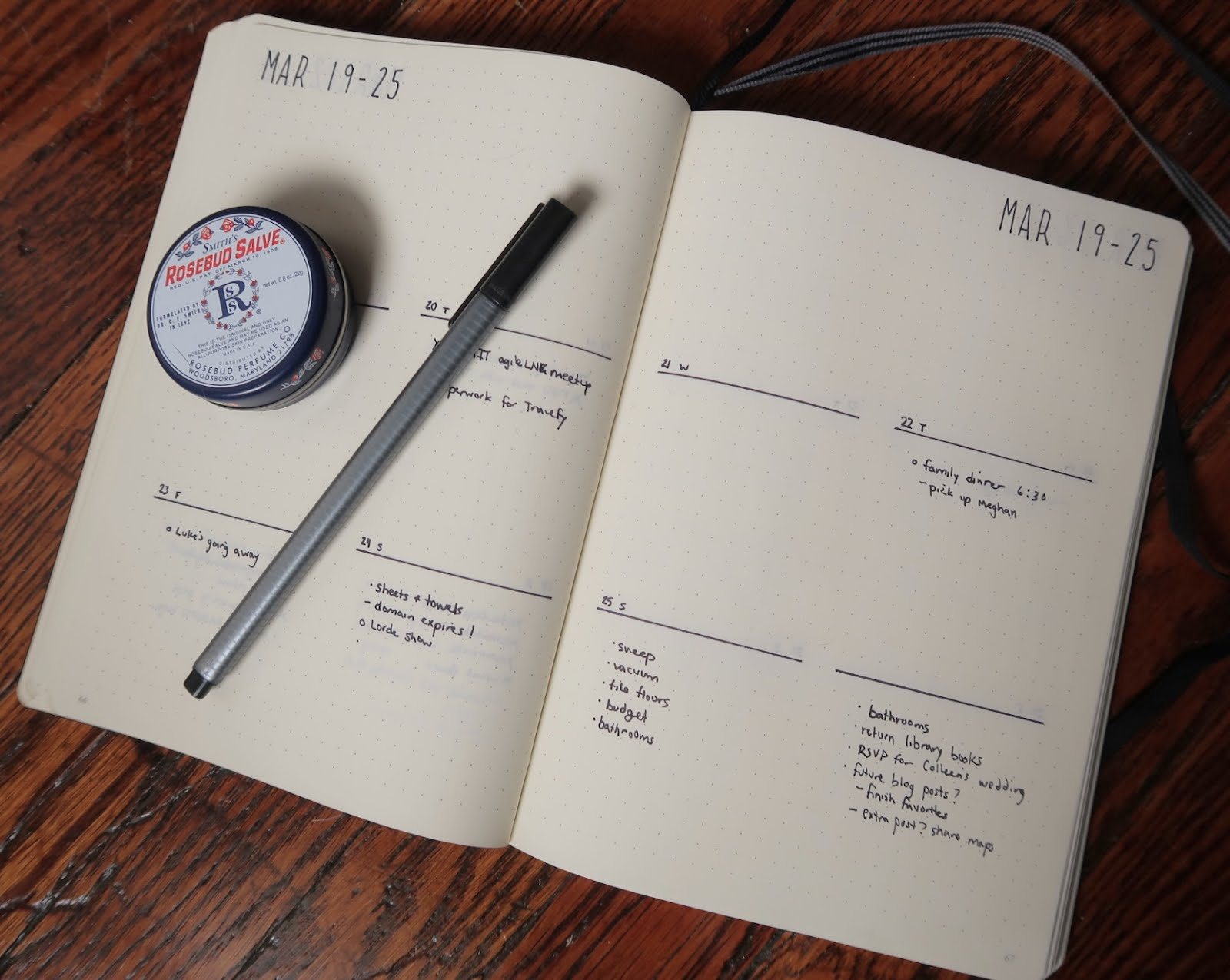 bullet journal bujo plan weekly spread overview layout week planning minimal black and white