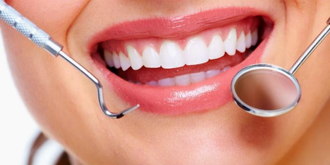 4 Cara Alami Memutihkan dan Menguatkan Gigi