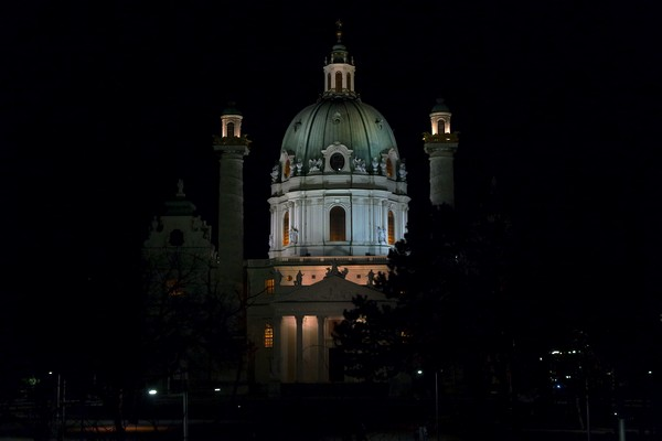 vienne nuit karlsplatz karlskirche église saint-charles