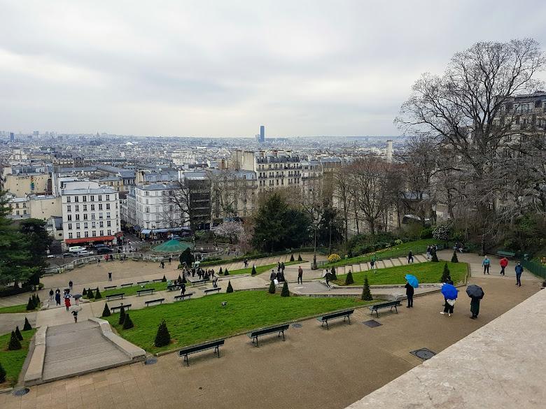 聖心大教堂山頂上的市景