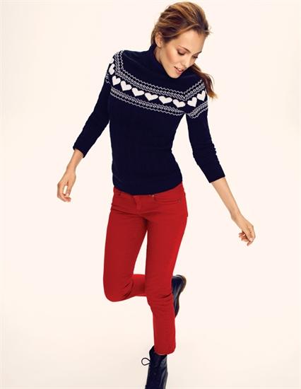 5c06c879b7765 Şuan için ilk gözdem ise kırmızı boru paça pantolonu.