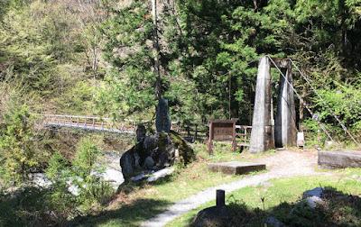尾白川渓谷への吊り橋