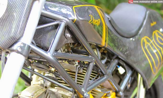 Modifikasi Ducati Monster Bergaya Flat Track