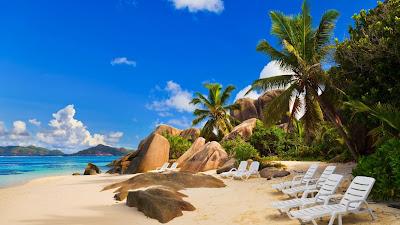 Keindahan Alam Di Tepian Pantai