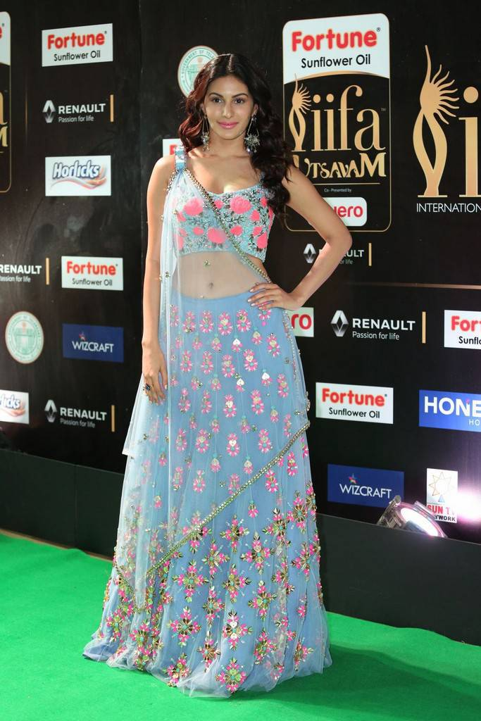 Hindi Actress Amyra Dastur At IIFA Awards 2017 In Blue Dress