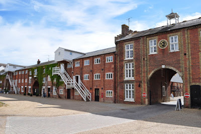 Snape Maltings By Ashley Dace, CC BY-SA 2.0, https://commons.wikimedia.org/w/index.php?curid=10985687