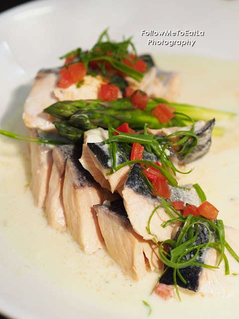 Poached Salmon With Asparagus & Mornay Sauce