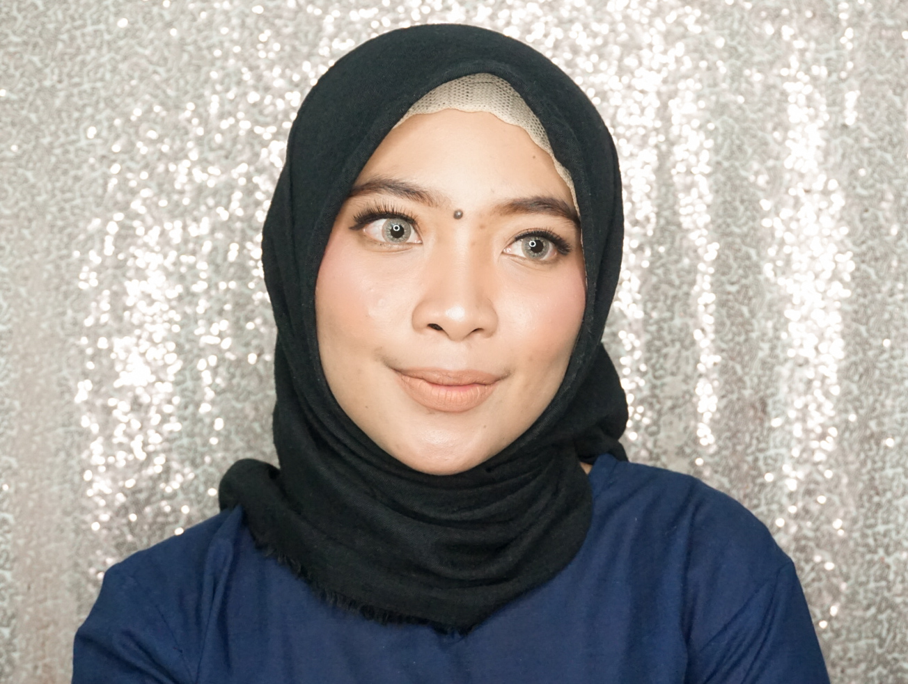 Review Make Over Color Stick Matte Crayon SKYE di kulit sawo matang