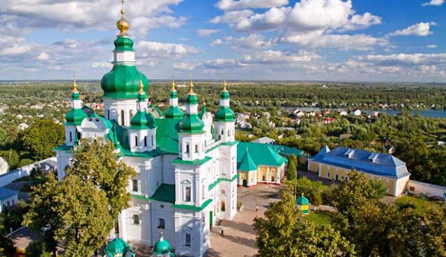 adalah salah satu negara terbesar di Eropa yang mempunyai banyak kawasan wisata menarik untu 10 TEMPAT WISATA TERBAIK DI UKRAINA