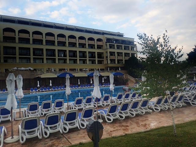 "Hotel na pograniczu Nesebyru i Warny - ""zamknięte miasto"" i leżaki nad basenem"