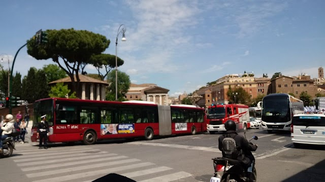 Roma, principio di incendio su un autobus Atac