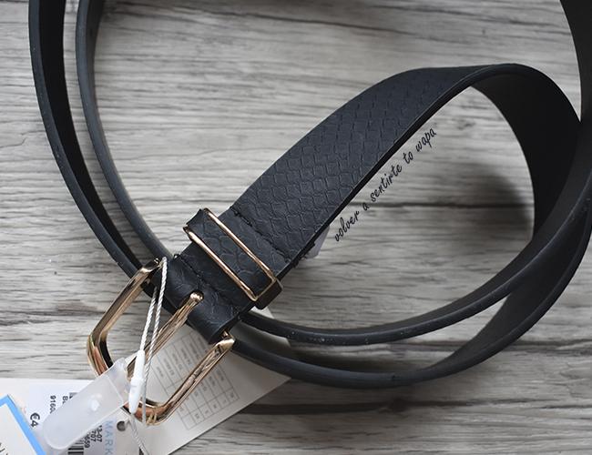 Cinturón negro y dorado de estampado de serpiente de Primark