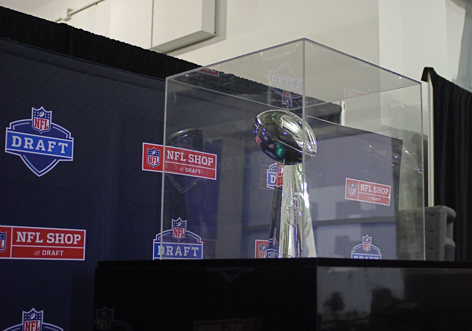 The NFL recently opened a pop-up store in New York City to celebrate the  launch of its new apparel partnerships and the 2012 NFL Draft. The NFL SHOP  AT ... 79ac79862