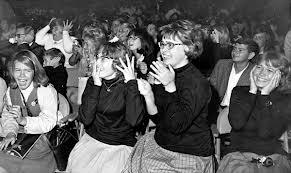 Teens en concierto linda en short de mezclilla - 3 part 2
