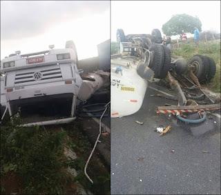 Motorista do caminhão pipa que capotou na PB 137, se desespera ao ver o estado do veículo; veja vídeo