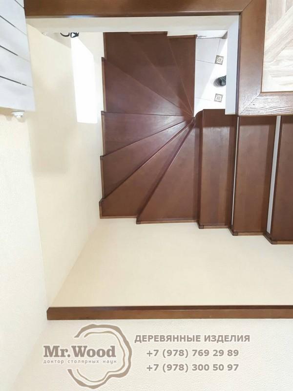Лестница на второй этаж в частном
