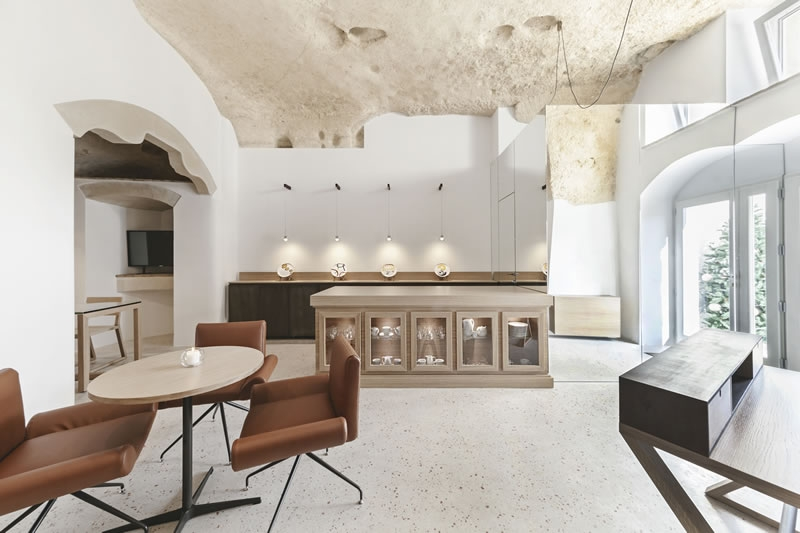 07-Communal-Area-La-Dimora-di-Metello-Hotel-Matera-by-Manca-Studio-www-designstack-co