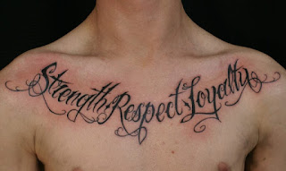 tato tulisan di dada