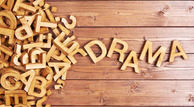 Contoh Naskah Drama Bahasa Inggris dengan Banyak Pemeran