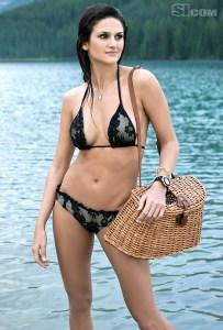 foto bikini leryn franco atlet lempar lembing