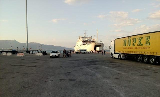 Έμειναν στο καράβι, βγαίνοντας από το λιμάνι